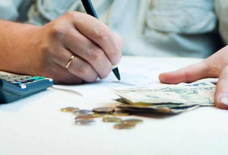 Procesamiento de comerciantes de cobros de deudas
